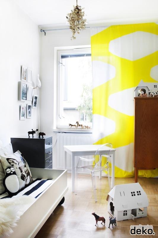 Yellow, black, white kid room - HabitatKid blog